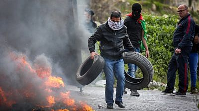 Palestinian protesters burn tires near the West Bank city of Ramallah during a protest against U.S. President Donald Trump's decision to recognize Jerusalem as the capital of Israel, March 16, 2018. Photo by Flash90.