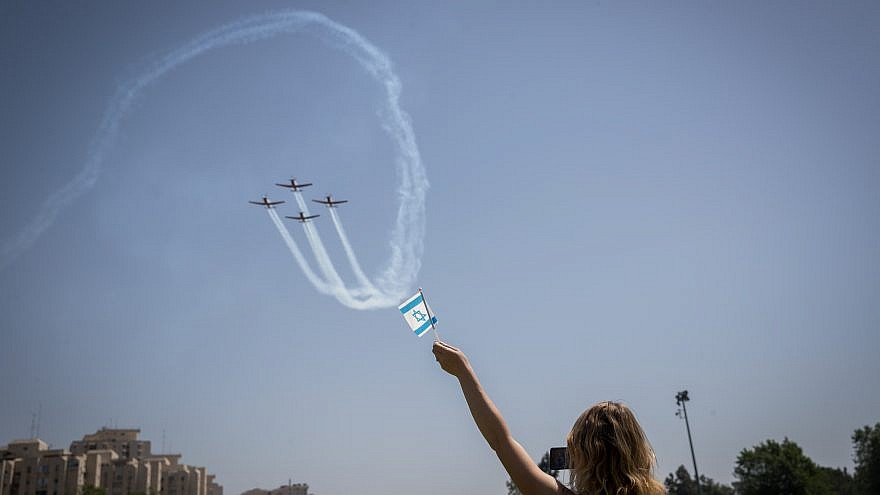 Watching the military airshow during Israel's 70th Independence Day celebrations in Jerusalem on April 19, 2018. Credit: Yonatan Sindel/Flash90.