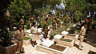 Israeli soldiers at a ceremony on Mount Herzl in Jerusalem. Credit: Wikimedia Commons.