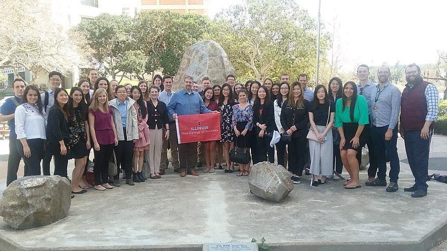 University of Illinois' Gies College of Business students meet with Former US Ambassador to Israel Dan Shapiro.