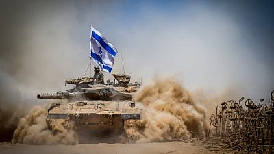 An Israeli Merkava tank pulls back from the Gaza Strip near the border with Israel on Aug. 3, 2014. Photo by Flash90.