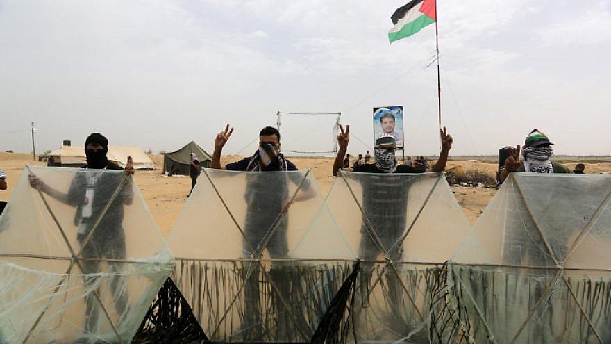 Gazans at the border with southern Israel as part of weekly Friday protests, May 4, 2018. Photo by Abed Rahim Khatib/ Flash90