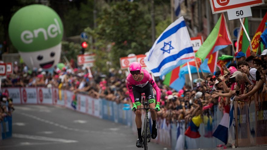 Hundreds of fans and supporters cheer the bicycle riders of the 101st Giro d'Italia, one of the most prestigious road-cycling races in the world, as they begin the race in Jerusalem on May 4, 2018. Photo by Yonatan SIndel/Flash90