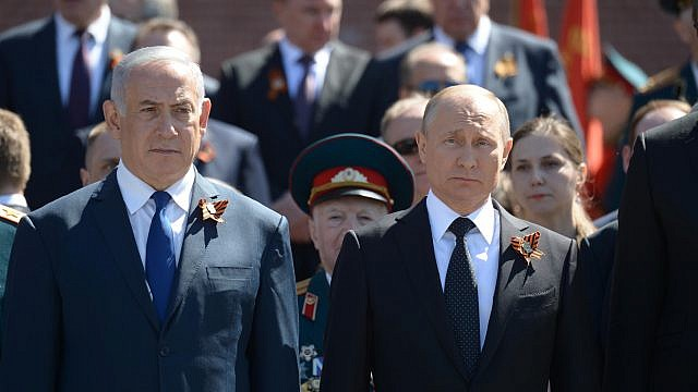 Israeli Prime Minister Benjamin Netanyahu, left, and Russian President Vladimir Putin seen during a wreath-laying ceremony at the Tomb of the Unknown Soldier in Moscow, on May 9, 2018. Credit: Amos Ben Gershom/GPO.