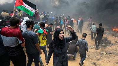 Palestinian protesters clash with Israeli forces near the Gaza-Israel border on May 14, 2018. Credit: Abed Rahim Khatib/Flash90