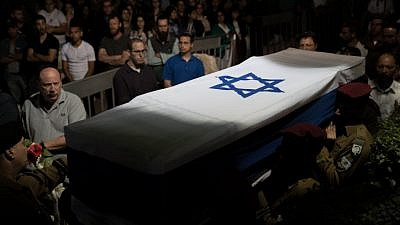 Israeli soldiers carry the coffin of Israeli soldier Ronen Lubarsky, who was critically injured during an operation in the West Bank and later died from his wounds, during his  funeral at the Mount Herzl Military Cemetery in Jerusalem on May 27, 2018. Photo by Yonatan Sindel/Flash90