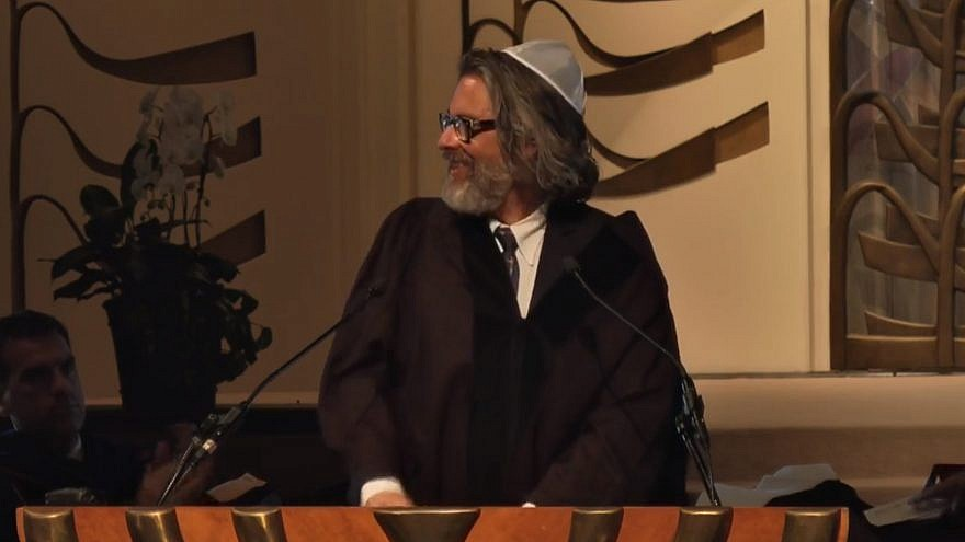 Michael Chabon speaking at the Hebrew Union College-Institute of Religion in Los Angeles commencement in May. Credit: Screenshot.