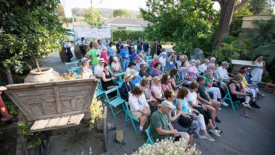The group of 60 donors from the Philadelphia Jewish Federation at Nigun Culinary. Credit: Jamie Gordon.