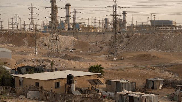 Villages around the Ramat Hovav industrial zone in southern Israel have a high level of air pollution from nearby chemical-evaporation ponds and the Israel Electric Company power plant, Dec. 28, 2017. Photo by Yaniv Nadav/Flash90.