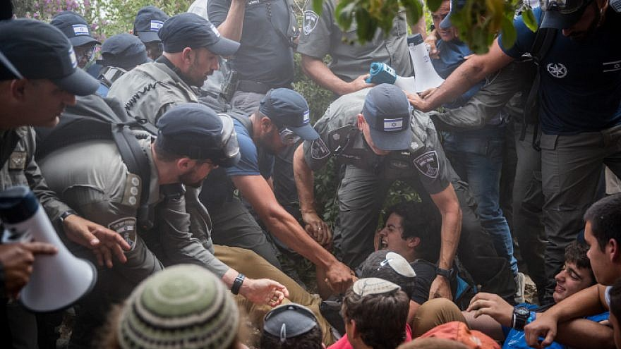 Israeli police evacuate people from a home in the Jewish neighborhood of Netiv Ha'avot in Gush Etzion on June 12, 2018. Photo by Yonatan Sindel/Flash90.