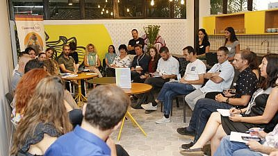A discussion group at the Hub on fundraising between Israeli social entrepreneurs, led by JDC board member Eilon Tirosh. Credit: JDC.