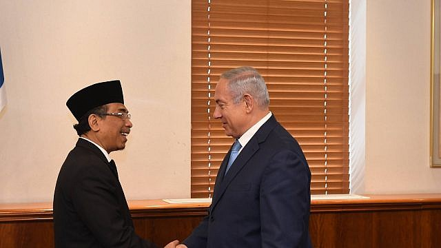 Israeli Prime Minister Benjamin Netanyahu meets with Yahya Cholil Staquf, secretary general of the 60-million member Nahdlatul Ulama, Indonesia's largest Muslim organization, at his office in Jerusalem. Photo by Haim Zach/GPO.