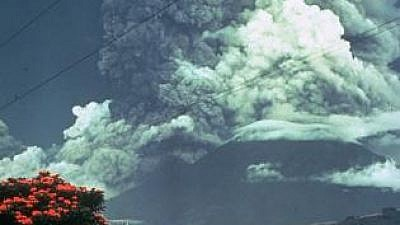 The Volcán de Fuego erupts, 1974. Courtesy: Paul Newton, Smithsonian Institution, Wikimedia Commons.