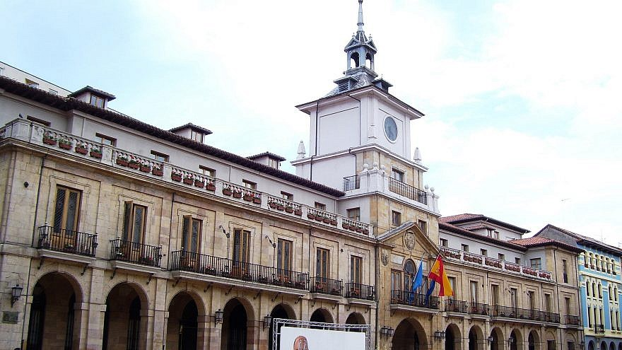 City Hall in Oviedo, Spain. Credit: Goodfreephotos.com.