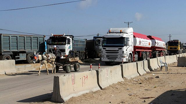 A Palestinian truck loaded with gas enters the Gaza Strip from Israel through the Kerem Shalom crossing, on March 15, 2015. Photo by Abed Rahim Khatib/Flash90.