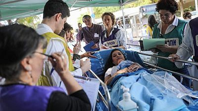 The IDF Home Front Command and Ichilov Hospital workers participate in a drill of evacuating and treating wounded in an earthquake scenario, outside the Ichilov Hospital in Tel Aviv, on Nov. 9, 2017. Photo by Hadas Parush/Flash90.