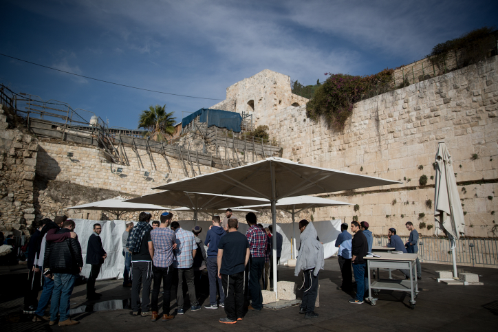 Jewish tensions heat up over Western Wall prayer space - JNS org