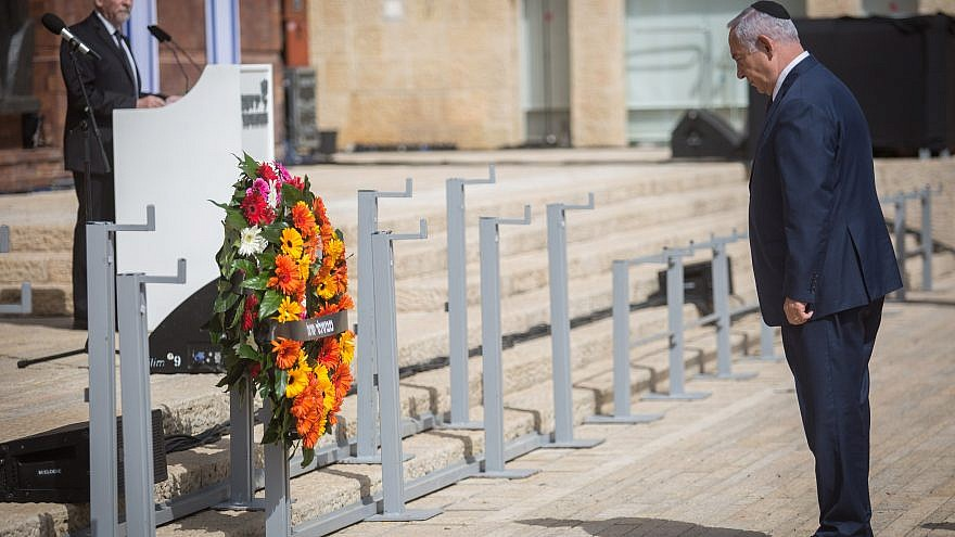 Israeli Prime Minister Benjamin Netanyahu lays a wreath at a state ceremony at Yad Vashem Holocaust museum as Israel marks the annual Holocaust Remembrance Day on April 12, 2018. Photo by Hadas Parush/Flash90.