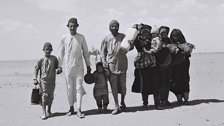 A Yemenite family walks through the desert to a reception camp set up by the American Jewish Joint Distribution Committee near Aden. Nov. 1, 1949. Credit: Zoltan Kluger/Wikimedia Commons.