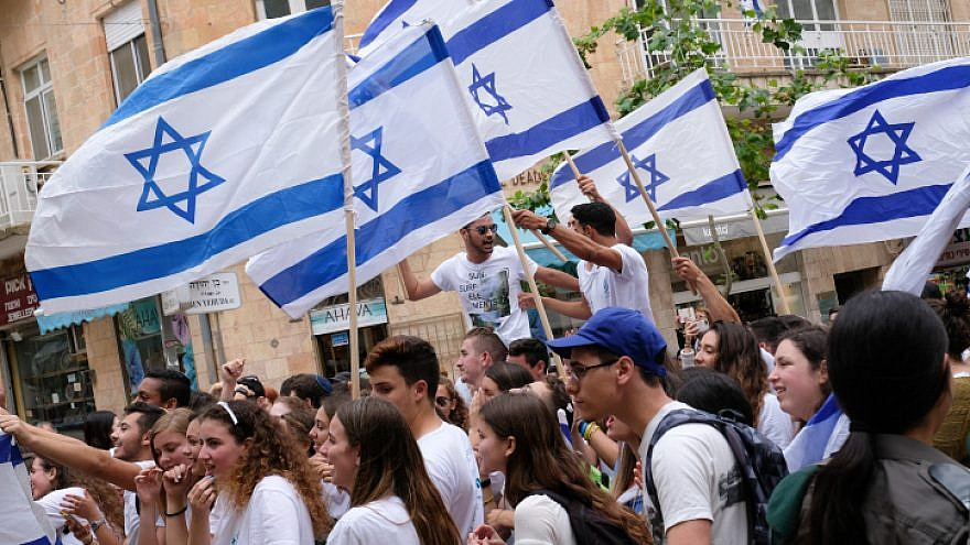 Highschool students from Yavne celebrate on the streets of central Jerusalem before the flag march of Jerusalem Day, on May 13, 2018. Photo by Nati Shohat/Flash90.
