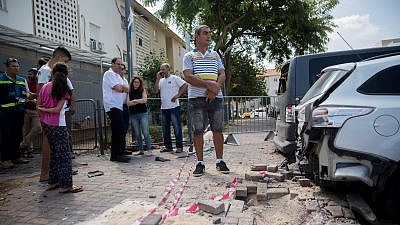 The site where a mortar shell from Gaza hit an apartment building and cars in the southern Israeli city of Sderot, near the border with Gaza, on Aug. 9, 2018. Photo by Yonatan Sindel/Flash90.