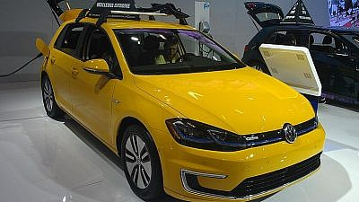 A 2018 Volkswagen e-Golf photographed in Canada inside of the 2018 Montreal International Auto Show. Credit: Wikimedia Commons.