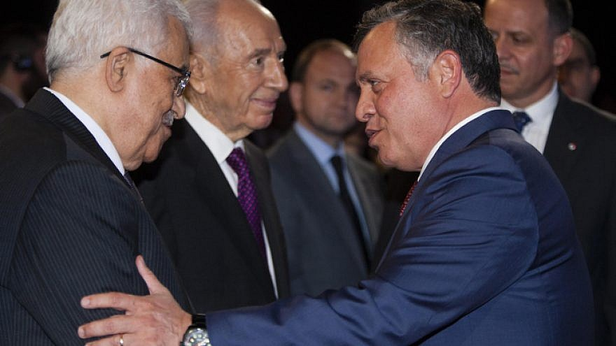 Palestinian Authority leader Mahmoud Abbas (left) speaks with Jordan's King Abdullah II as Israel's President Shimon Peres stands by, at the World Economic Forum on the Middle East and North Africa 2013, in Amman. May 26, 2013. Photo by Flash90.