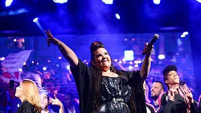 Winner of the Eurovision 2018 Song Contest Netta Barzilai preforms at Rabin Square in Tel Aviv on May 14, 2018. Photo by Tomer Neuberg/Flash90.