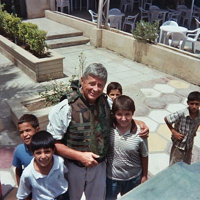 Norvell de Atkine with kids in Baghdad (Credit: Atkine's blog at memoriesandreflections.wordpress.com)