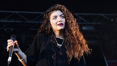 Lorde performs at the 2014 Laneway Festival in Australia. Credit: Annette Geneva/Flickr.