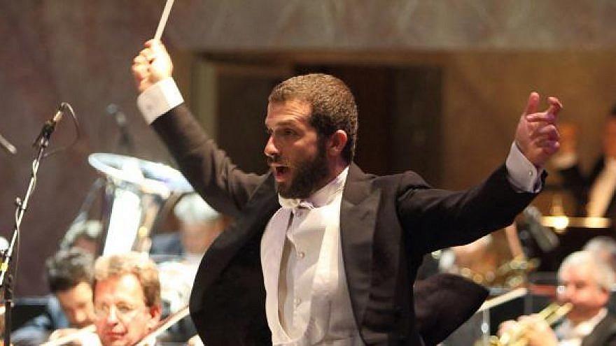 Omer Meir Wellber. Credit: Wilfried Hösl/Bavarian State Opera.