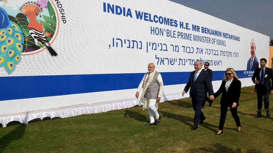 Israeli Prime Minister Benjamin Netanyahu and his wife, Sara, are welcomed by Indian Prime Minister Nrenda Modi in Gujarat. India, on Jan. 17, 2018.  Photo by Avi Ohayon/GPO.