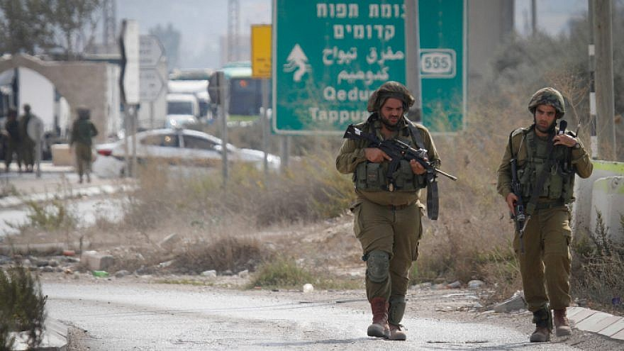 Israeli soldiers near the scene after a Palestinian assailant stabbed a reserve soldier at a bus stop near entrance to Nablus, Oct. 11, 2018. Photo by Nasser Ishtayeh/Flash90.