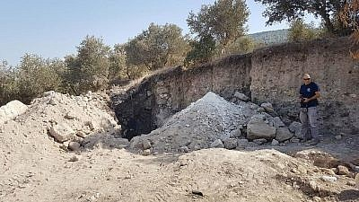 Rubble from the looting of Horvat Devora. Source: IAA Unit for the Prevention of Antiquities Robbery.