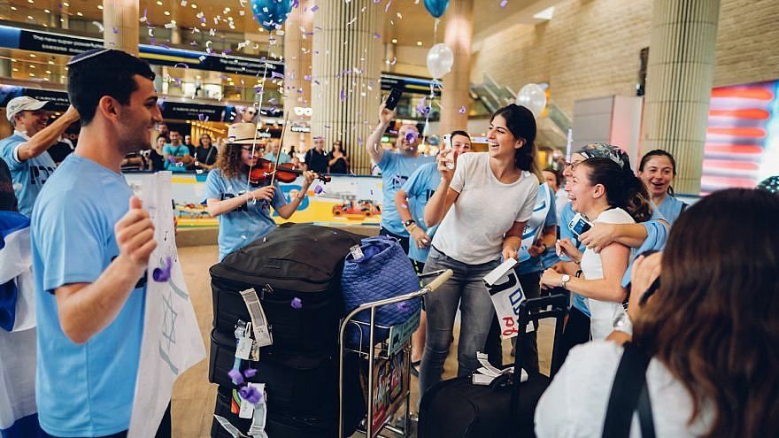 Gabrielle Agus from New York is welcomed at Ben-Gurion International Airport after arriving on a Nefesh B'Nefesh group aliyah flight, October 2018. Credit: Jonny Finkel Photography.