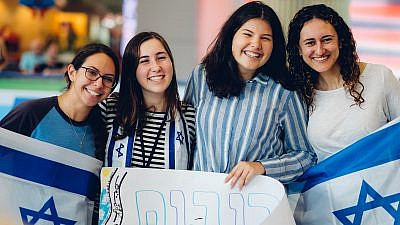 Young women arrive at Ben-Gurion International Airport after a Nefesh B'Nefesh group aliyah flight, October 2018. Credit: Jonny Finkel Photography.