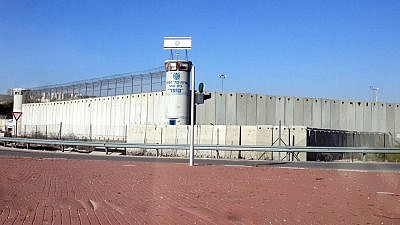 Ofer Prison near Jerusalem. As of September 2016, it holds about 1,250 Palestinian prisoners; prior to that, the number was closer to 800. Credit: Wikimedia Commons.
