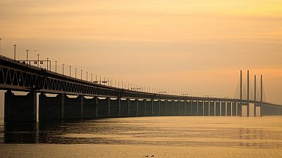 The Øresund Bridge, a conjoined twin-track railway and dual carriageway bridge-tunnel, connects Malmö to Copenhagen and the Scandinavian peninsula with Central Europe through Denmark. Credit: Wikimedia Commons.
