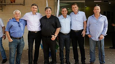 From right: Gadi Yarkoni (Head of Eshkol Regional Council), Tamir Yidan (Head of Sdot Negev Regional Council), Alon Davidi (Mayor of Sderot), Daniel Atar (KKL-JNF World Chairman), Shai Hagigi (Head of Merchavim Regional Council), Alon Shuster (Head of Shaar HaNegev Regional Council). Photo credit: Yehuda Peretz, KKL-JNF Photo Archive.