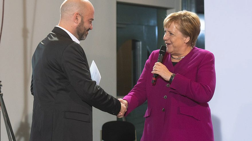 German Chancellor Angela Merkel presents the German Federal Government's Integration Prize, Germany's highest honor for integration, to IsraAID's director in Germany Gal Rachman on Oct. 29, 2018. Credit: Bundesregierung/Plambeck.