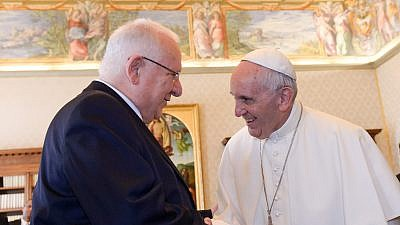 Israeli President Reuven Rivlin met with Pope Francis during his visit to the Vatican on Sept. 3, 2015. Photo by Haim Zach/GPO.