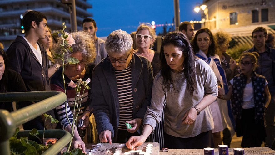French Israelis light memorial candles as they gather at Paris Square in Jerusalem in a demonstration against anti-Semitism in France following the murder of Mireille Knoll, an 85-year-old Jewish woman in Paris this week. March 28, 2018. Photo by Hadas Parush/Flash90.