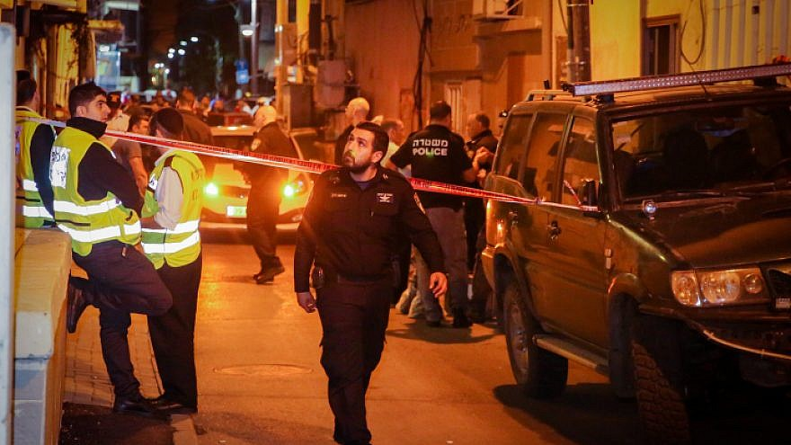 Police and medical personnel at the scene where the body of a 12-year-old girl was found dead in a south Tel Aviv on Nov. 26, 2018. Photo by Flash90.