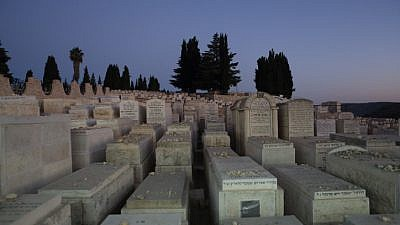 Nightly view of the Har HaMenuchot Jewish cemetery in the Jerusalem neighborhood of Givat Shaul. July 28, 2013. Photo by Yaakov Naumi/Flash90.