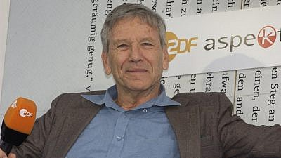 Israeli author and intellectual Amos Oz died from cancer on Dec. 28, 2018, at the age of 79. Credit: Blaues Sofa/Flickr.