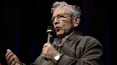 Author Amos Oz speaks at the 85th birthday celebration of Israeli artist Dani Caravan, at the Tzavta Theater in Tel Aviv on Dec.18, 2015. Photo by Tomer Neuberg/Flash90.