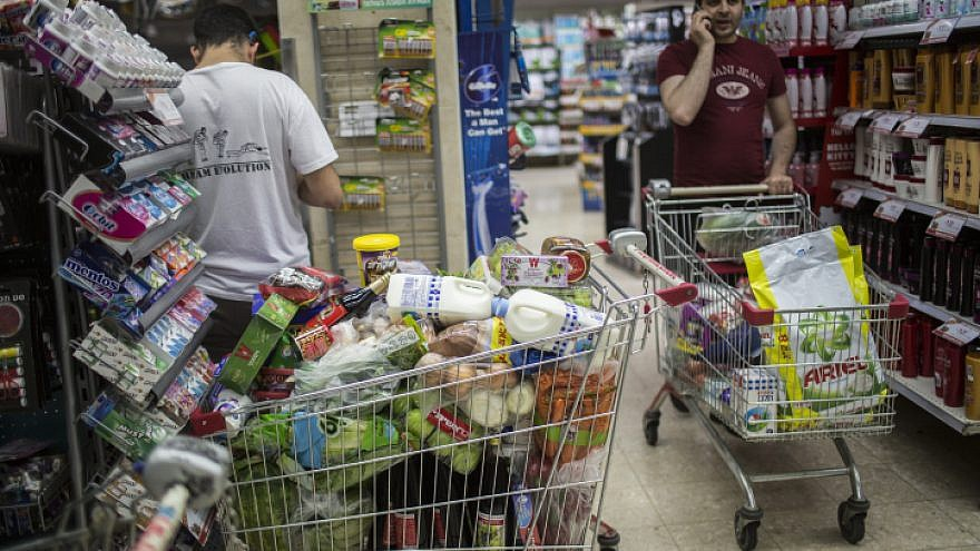 Israelis shop for food for the Jewish holiday of Passover at the Rami Levi supermarket in Talpiot, Jerusalem, on April 20, 2016. Photo by Hadas Parush/Flash90.