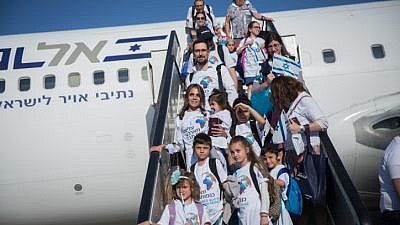 Some 300 new immigrants from France arrive on a special flight organized by the Jewish Agency, at Israel's Ben-Gurion Airport on July 23, 2018. Photo by Miriam Alster/Flash90.