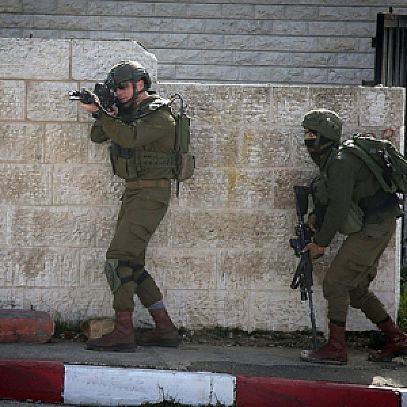 Israeli soldiers conduct a search for Palestinian suspects of a terror attack in the West Bank city of Ramallah on Dec. 10, 2018. The day beforehand, on Dec. 9, seven Israelis were injured in the drive-by shooting attack near Ofra, one of them a pregnant woman. Photo by Flash90.