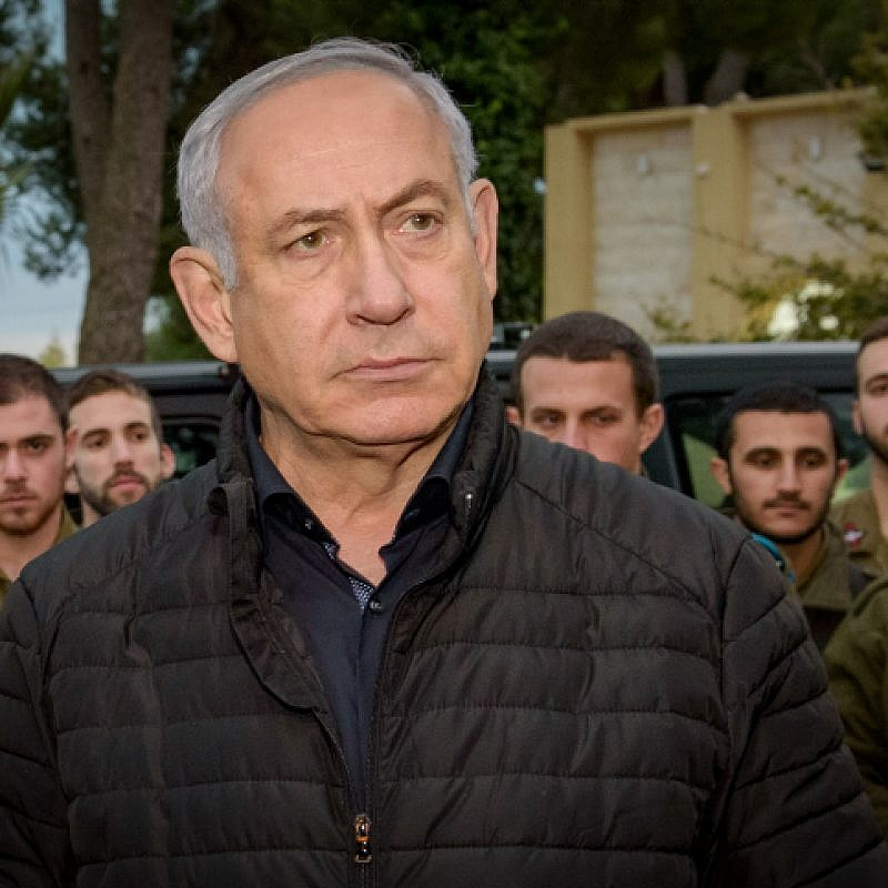 Prime Minister Benjamin Netanyahu speaks with Israeli soldiers during his visit at the Northern Command base in Tzfat, December 11, 2018. Photo by Basel Awidat/Flash90